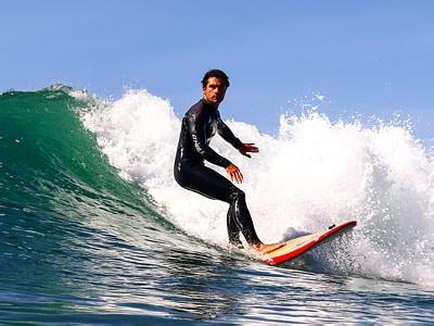 surfer vague maroc