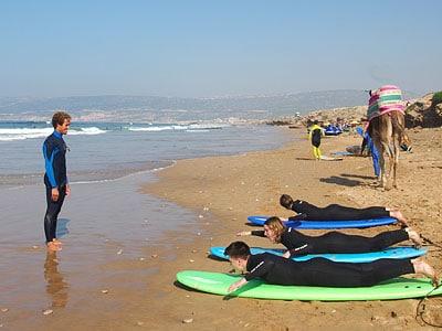 Apprendre à surfer au Maroc