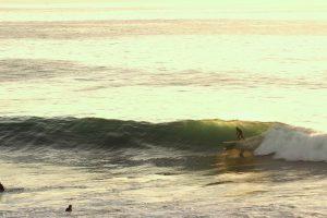 Surf vague maroc couché de soleil